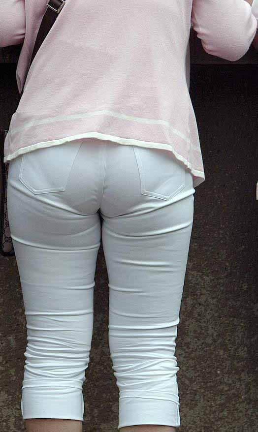 Visible-Underwear-Hot-Pan