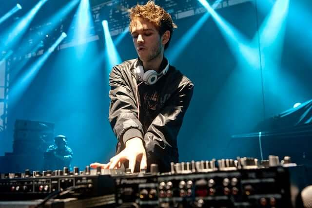 most-talented-djs-in-the-world-06