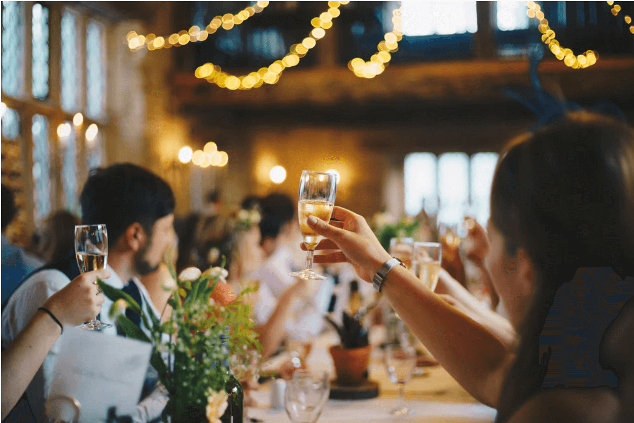 How To Host The Perfect Party Without Forgetting Anything