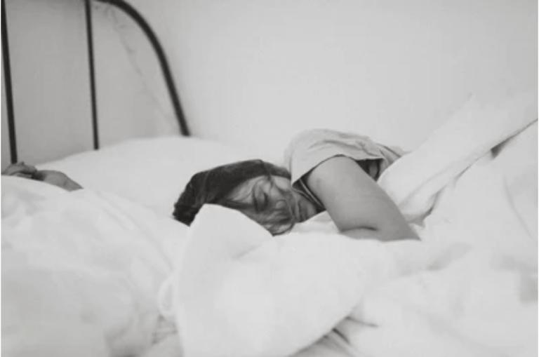 woman sleeping 01